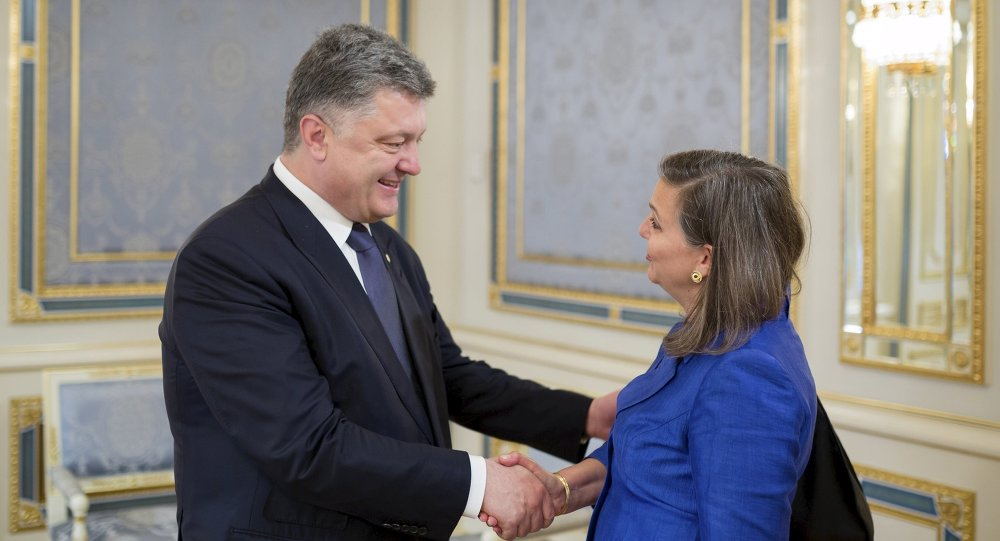 Ukrainian President Petro Poroshenko (L) greets U.S. Assistant Secretary of State for European and Eurasian Affairs Victoria Nuland during a meeting in Kiev, Ukraine, May 15, 2015