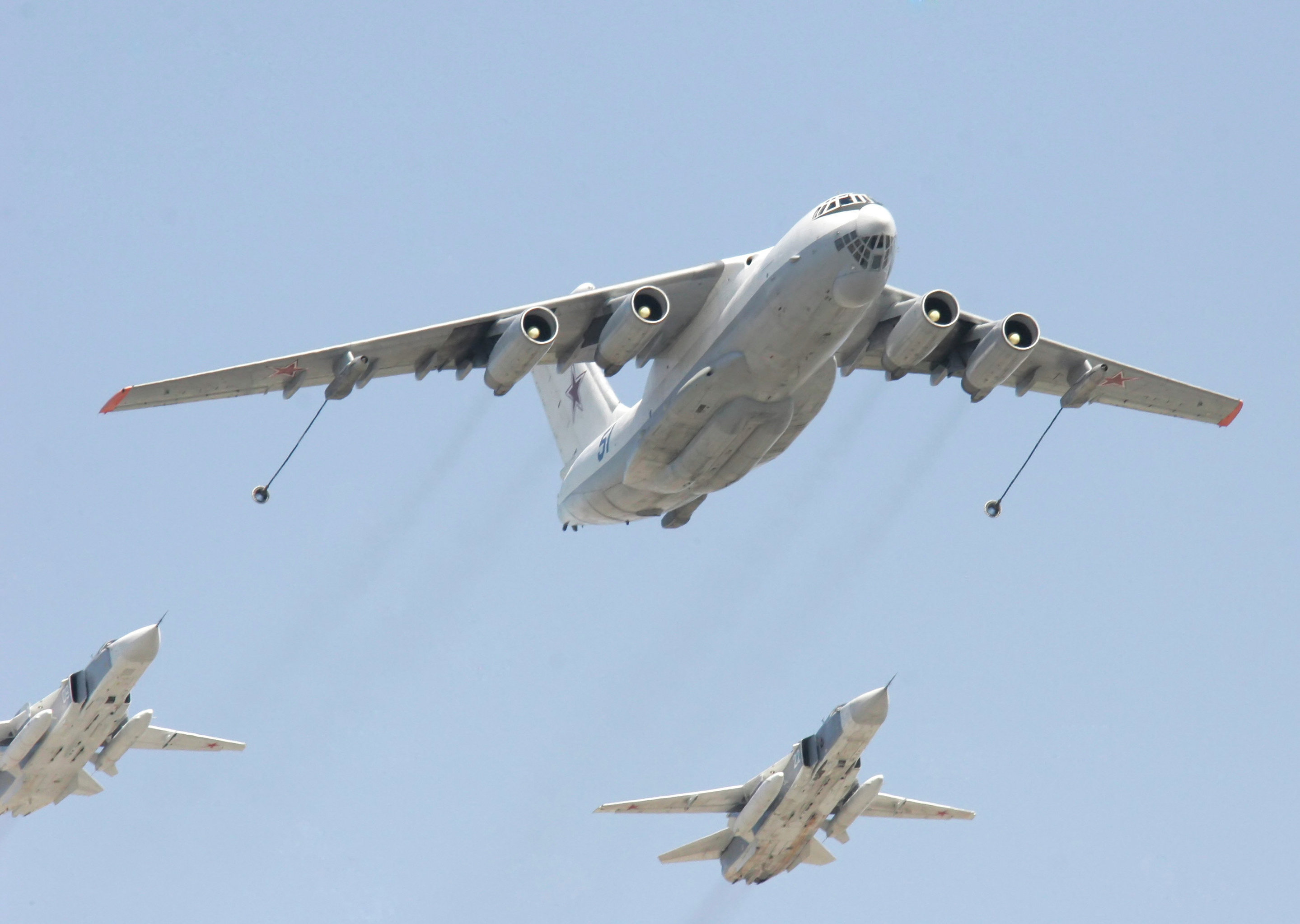 An Il-78 tanker aircraft and Su-24 fighter-bombers.