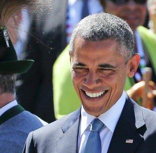 US President Barack Obama smiles as he arrives in Kruen, southern Germany, June 7, 2015