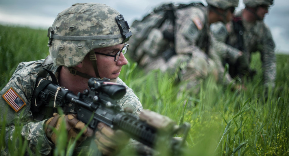 US para-trooper of the Army's 4th 25 Infantry Brigade Combat Team (Airborne), part of the NATO-led peacekeeping mission in Kosovo