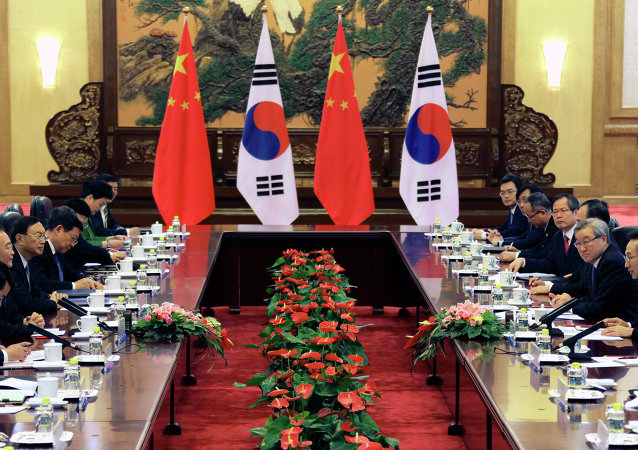 Chinese Premier Wen Jiabao (2nd L) and South Korea's President Lee Myung-bak (2nd R) attend a bilateral meeting during the fifth trilateral summit between China, South Korea and Japan at the Great Hall of the People in Beijing on May 13, 2012