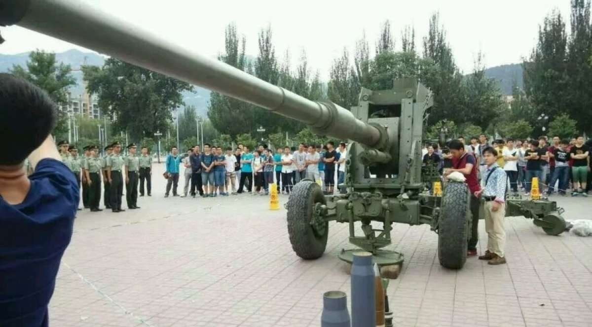 Members of the 127th Ordinance Institute, of the Central Northern University, prepare to hand over a new 125mm cannon to China's People's Liberation Army at a June 10 ceremony.