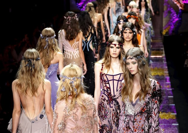 Models present creations by designer Italian designer Donatella Versace as part of her Haute Couture Fall Winter 2015/2016 fashion show in Paris, France, July 5, 2015