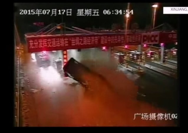 Truck of Watermelons Smashes into Toll Booth in China