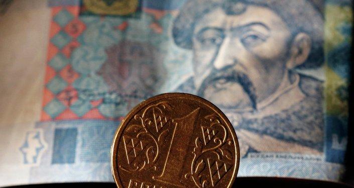 Ukrainian notes and hryvnia coin.