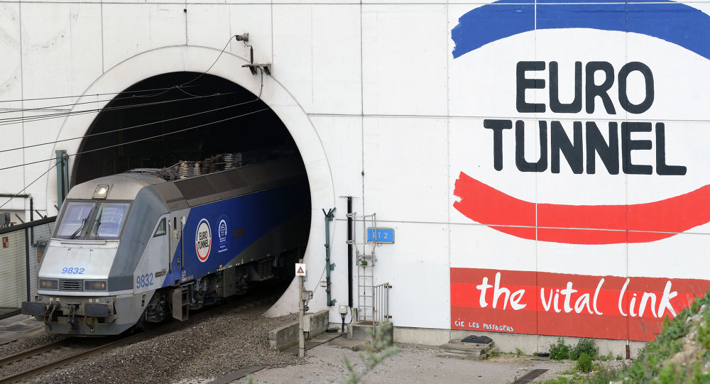 Deadly Journey Calais Migrants Try To Reach Uk Sputnik: Train Uk To France At Infoasik.co