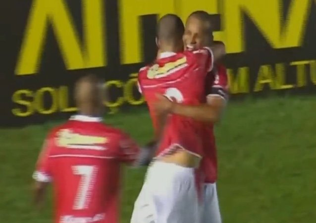 Rivaldo 43 years old and his son Rivaldinho scored Goals in the same game Mogi Mirim 3x1 Macaé 2015