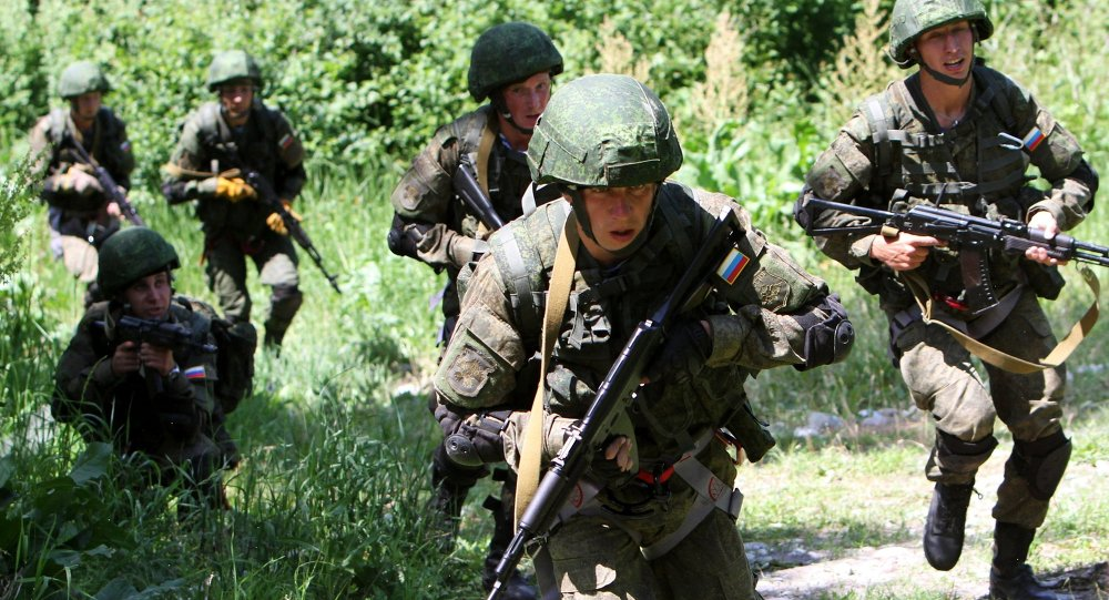Russian paratroopers and Kirghizian national guard conduct military drills