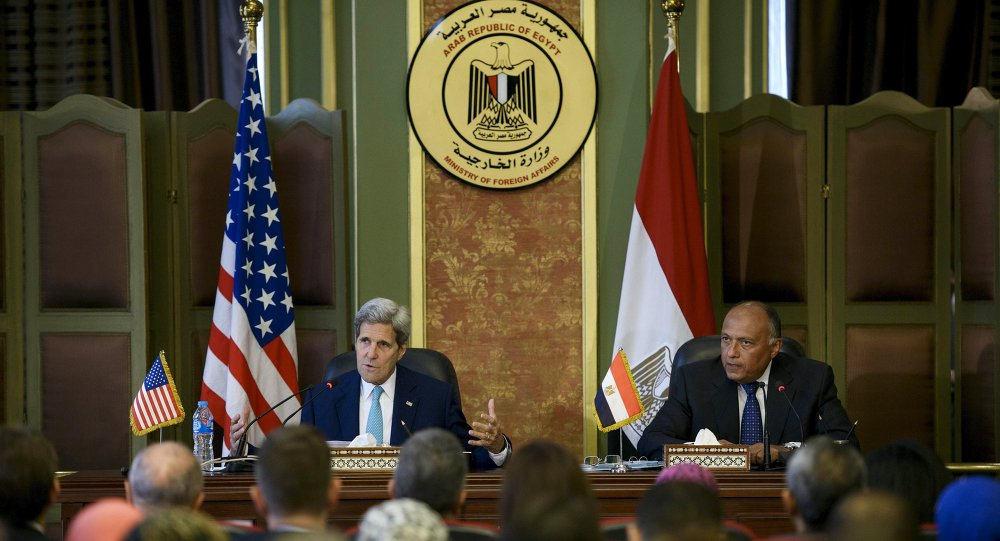 Egyptian Foreign Minister Sameh Shukri (R) and U.S. Secretary of State John Kerry attend a news conference after meetings at the Ministry of Foreign Affairs in Cairo