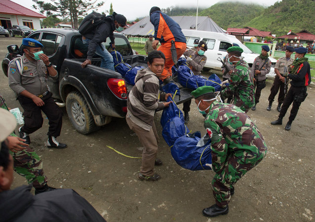 Members of the National Search and Rescue Agency carry the bodies of victims of the crashed Trigana Air Service flight upon arrival at Oksibil hospital in Pegunungan Bintang, Indonesia, Wednesday, Aug. 19, 2015