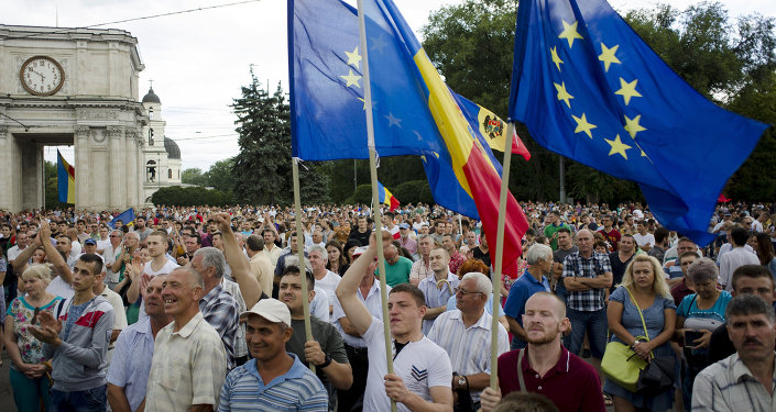 Tens of thousands of Moldavans rally in the capital Chisinau on September 6, 2015 to demand the resignation of President Nicolae Timofti and the election of a new head of state, according to organisers.