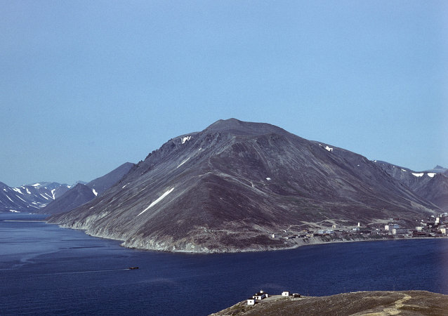 Vice President of Circumpolar Expeditions Peter Wallack said that the families of Arctic's Diomede Islands separated during the Cold War could reunite in 2016.