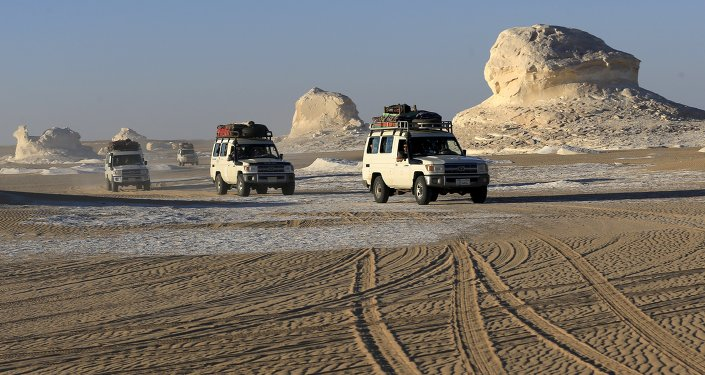 Four-wheel drive cars cross the sand dunes in the Egyptian western desert and the Bahariya Oasis, southwest of Cairo in picture taken May 15, 2015. Egyptian security forces killed 12 Mexicans and Egyptians and injured 10 by accident on Monday, mistaking a tourist convoy for militants they were chasing in the country's western desert, the ministry of interior said