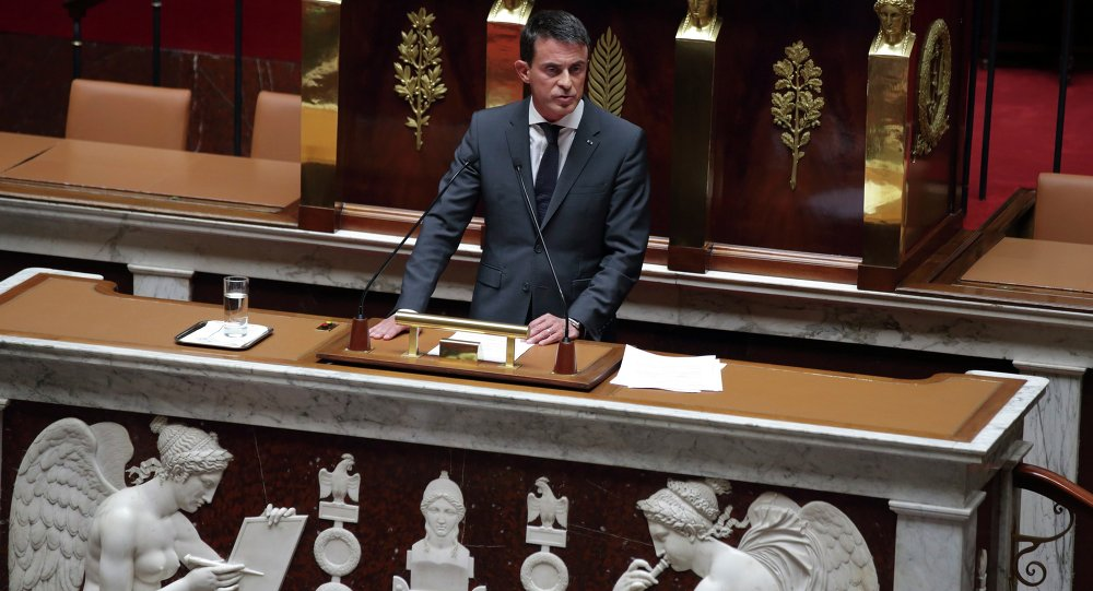 French Prime Minister Manuel Valls delivers a speech to explain France's decision to launch reconnaissance flights over Syria, at the National Assembly in Paris, France, September 15, 2015.