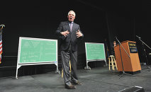 Glenn Beck and his chalkboards full of crazy.