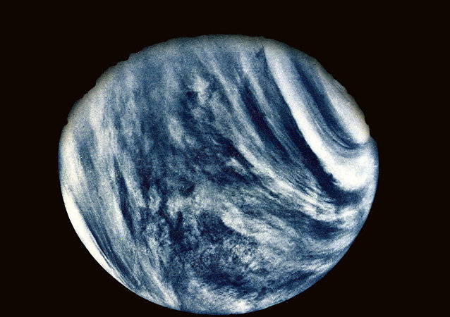 Mariner 10's First Close-Up Photo of Venus