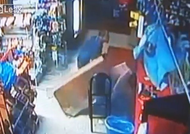 Burglar falls through roof, climbs back up empty handed