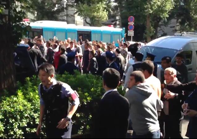 Clash between Turks and Kurds near the Turkish embassy in Tokyo