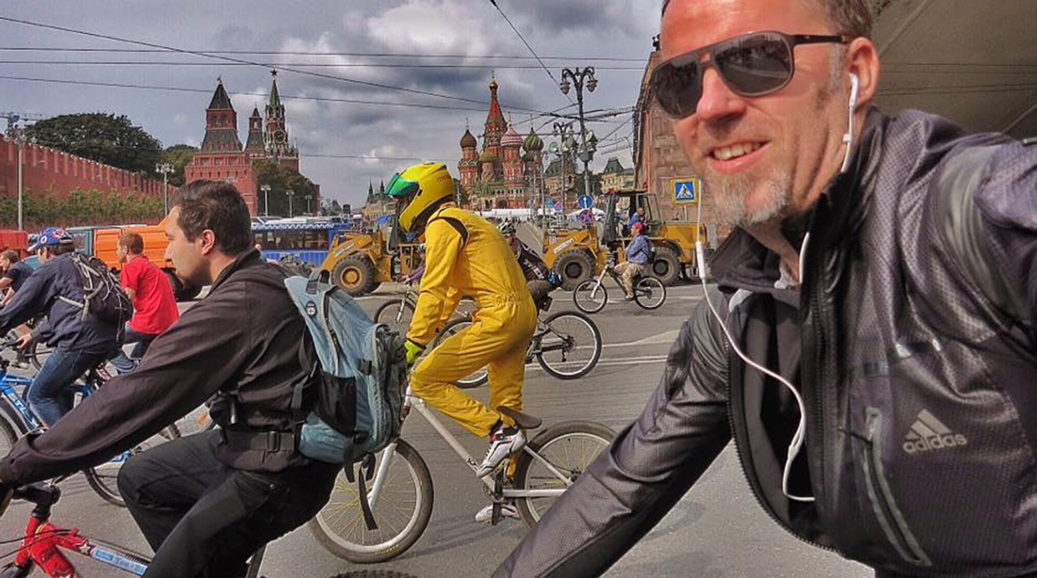 Mattin in a biking event in Moscow; the Kremlin in the background.