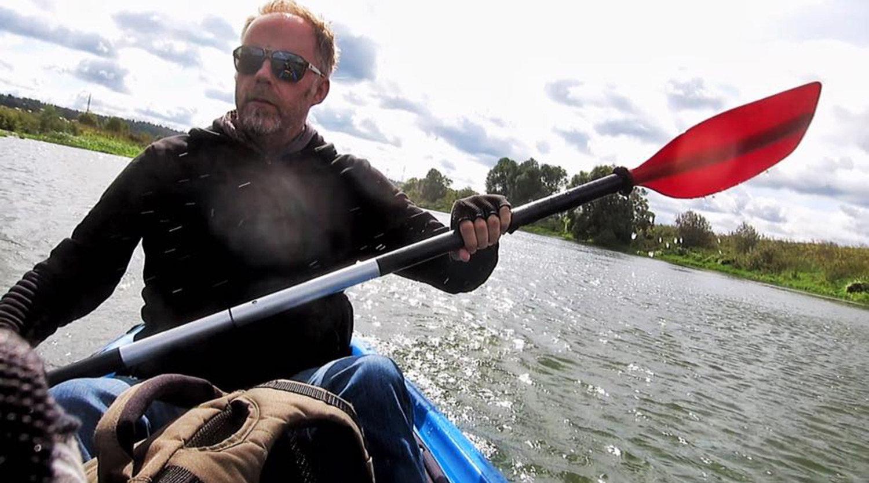 Mattin paddling along the Volga.