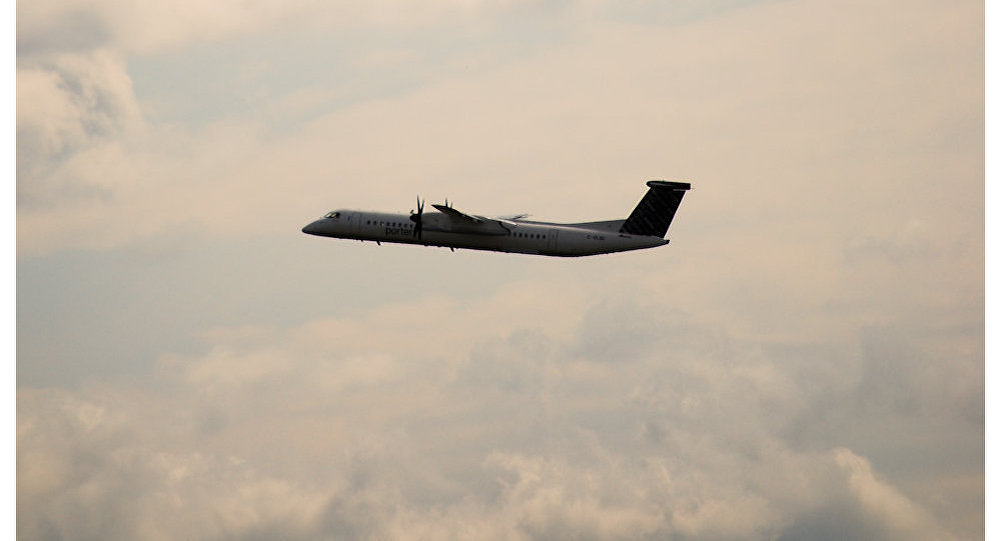 Dash 8 airplane