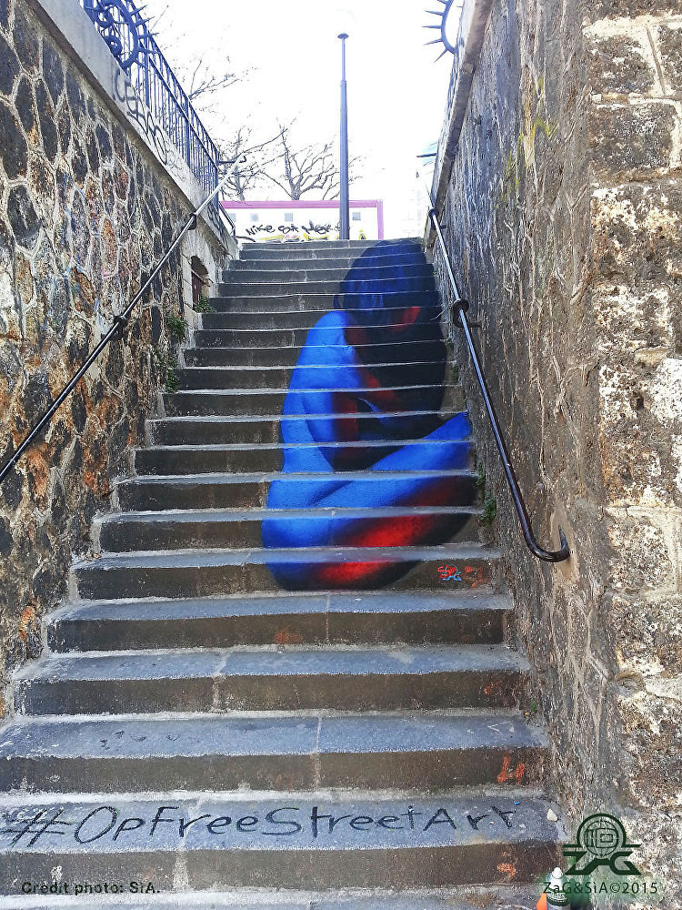 Staircase to Phantasy: Everyday Life Goes Multicolor
