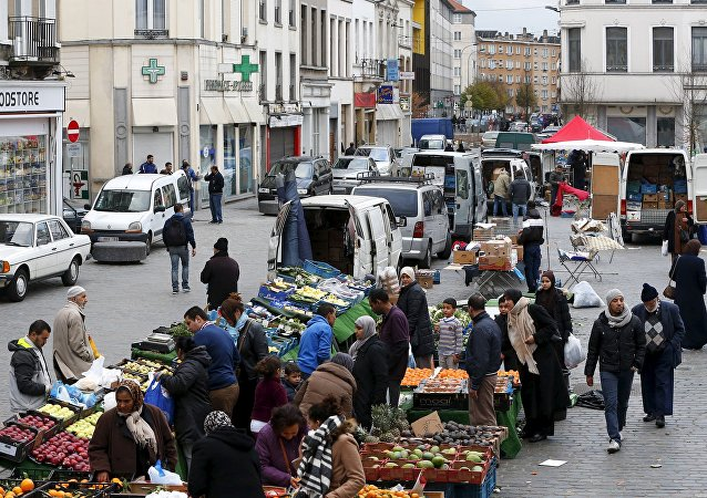 The overcrowded borough of Molenbeek in Brussels is a safe haven for radical Islamists: it is here where jihadists acquire weapons, find logistical support and networks to carry out terrorists attacks in Europe, the mayor of Molenbeek said, according to Reuters.