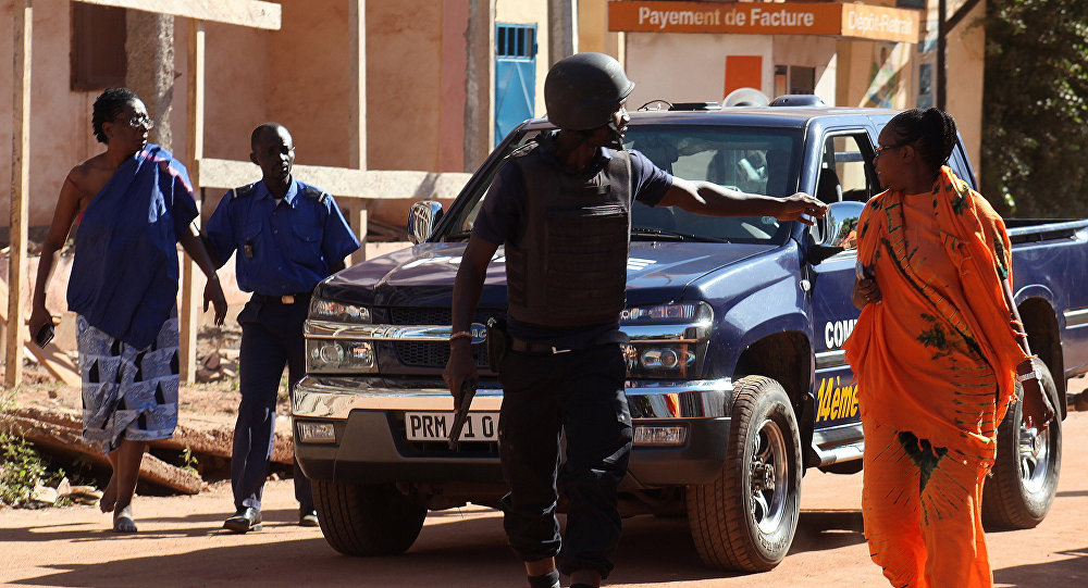 Malian security forces evacuate two women from an area surrounding the Radisson Blu hotel in Bamako on November 20, 2015