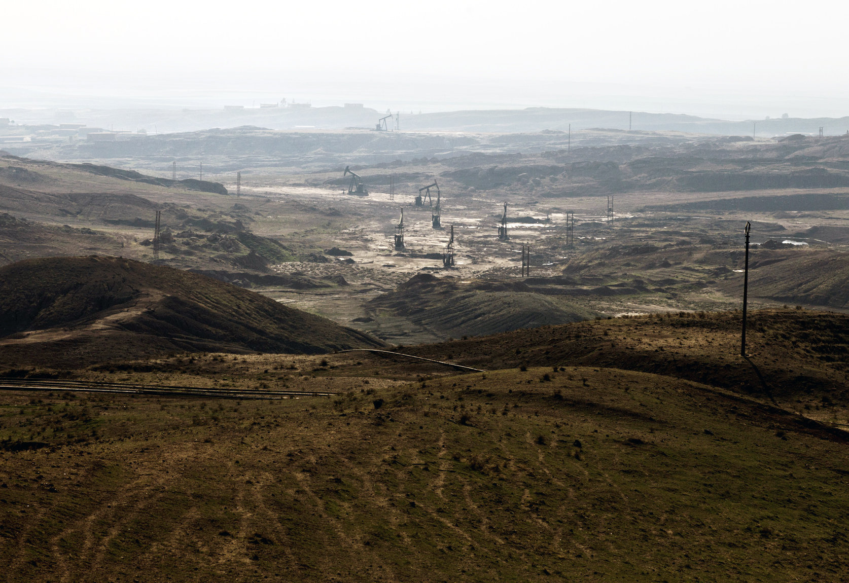 A picture taken on November 25, 2013 shows oil rigs in the Kurdish town of Deriq (al-Malikiyah in Arabic), in the northeastern Hasakeh governorate on the border with Turkey and Iraq