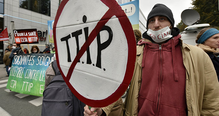 Protestors demonstrate against the free trade agreements TTIP (Transatlantic Trade and Investment Partnership) and CETA (Comprehensive Economic and Trade Agreement) during an EU summit in Brussels, Belgium on Thursday, Oct. 15, 2015