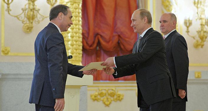 President Vladimir Putin, center, receives credentials from Ambassador of Bulgaria Boiko Kocev (File)