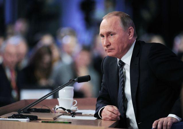 Президент России Владимир Путин на одиннадцатой большой ежегодной пресс-конференции в Центре международной торговли на Красной Пресне.