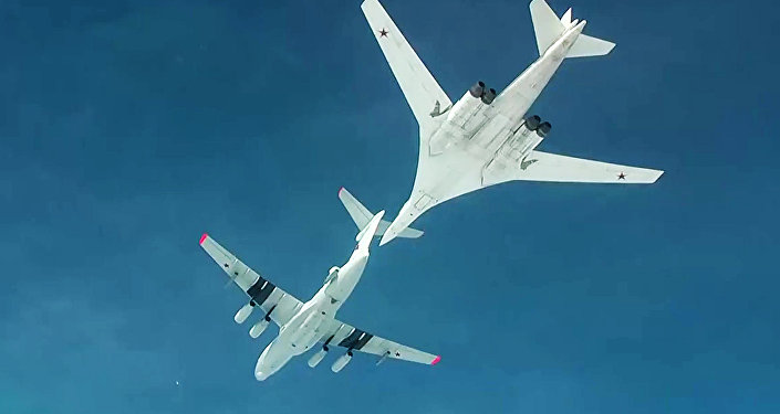Air refueling of strategic missile-carrying aircraft Tu-160