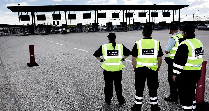 Danish customs officials stand ready at the Danish border. File photo