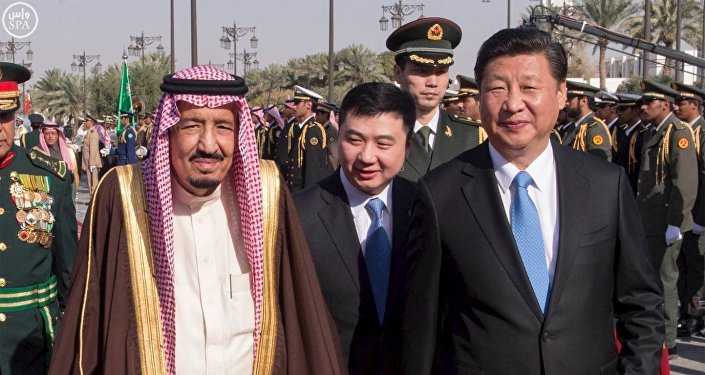 Saudi King Salman (L) walks with Chinese President Xi Jinping during a welcoming ceremony in Riyadh January 19, 2016
