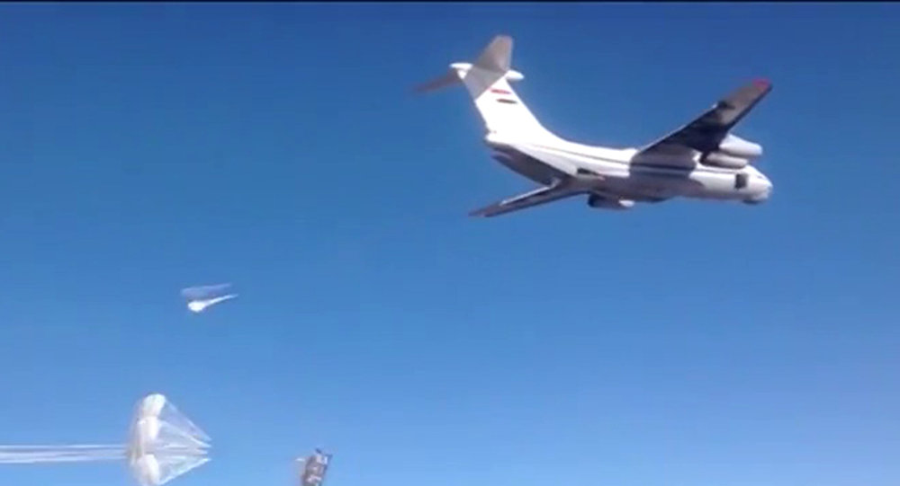Syrian Air Force aircraft dropping humanitarian cargo on Russian parachute platforms in the area of Deir ez-Zor, Syria. (A snap shot from the video published by the Russian Defense Ministry at its official YouTube channel.