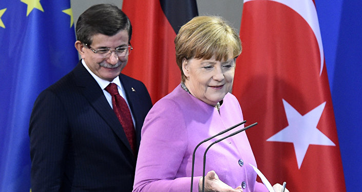 Turkish Prime Minister Ahmet Davutoglu and German Chancellor Angela Merkel arrive for a news conference after a meeting at the Chancellery in Berlin on January 22, 2016.