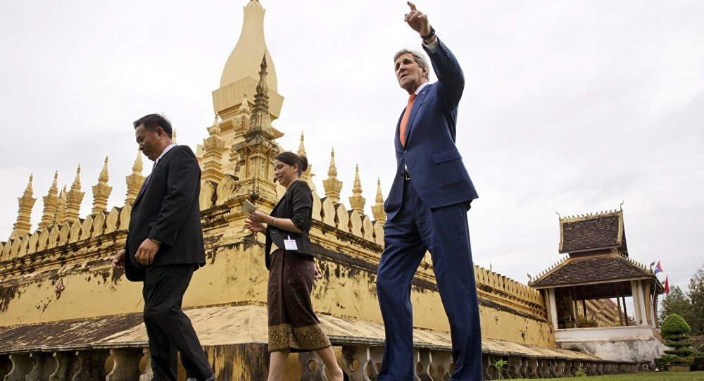 US Secretary of State John Kerry tours the That Luang Stupa or Pha That Luang in Vientiane, with Phouvieng Phothisane, Acting Director of the Vientiane Museums (far left), and Tata Keovilay, with the U.S. Embassy, Laos January 25, 2016