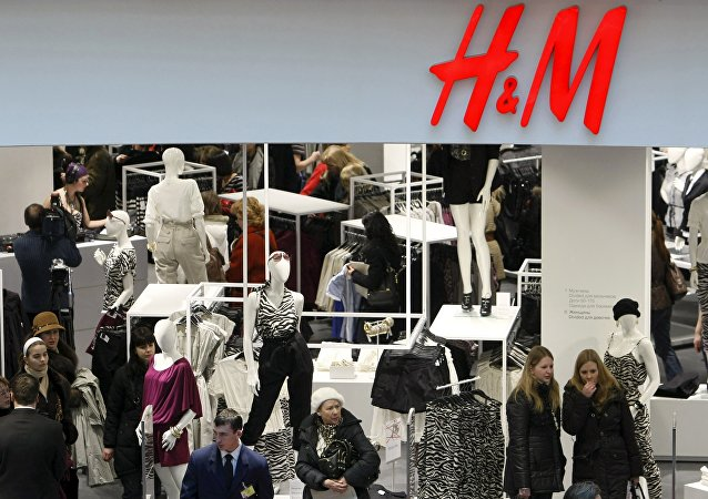 People shop in the newly opened Hennes & Mauritz (H&M) store in Moscow in this March 13, 2009 file photo