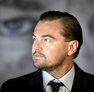 Actor Leonardo DiCaprio poses as he arrives for the British premiere of The Revenant, in London on 14 January, 2016