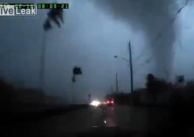 Inattentive driver heads straight into tornado