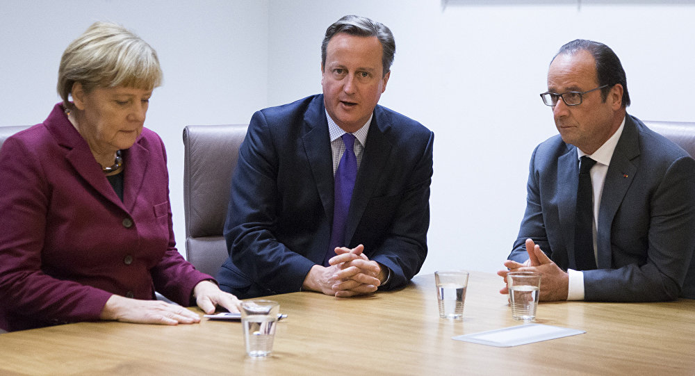 German Chancellor Angela Merkel (L), British Prime Minister David Cameron (C) and French President Francois Hollande (R) take part in a meeting as part of a European Union leaders summit in Brussels on October 15, 2015.
