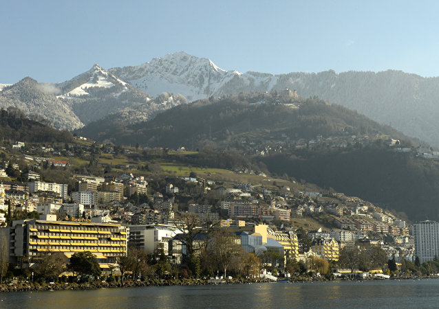 General view of Montreux from Lake Geneva with the Montreux-Palace (C), the hotel that will host the Geneva II peace talks on January 22, 2014