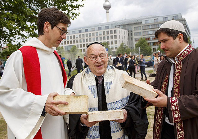 Leaders of the three religons that make up the interreligious house of prayer in Berlin