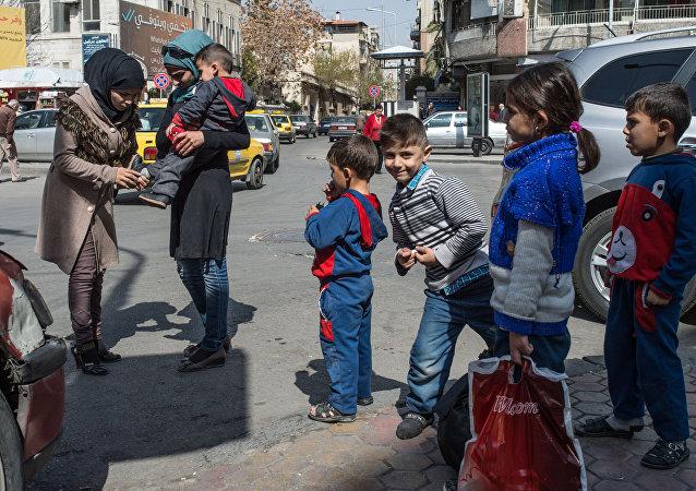 Жители Дамаска на улицах города в первый день перемирия