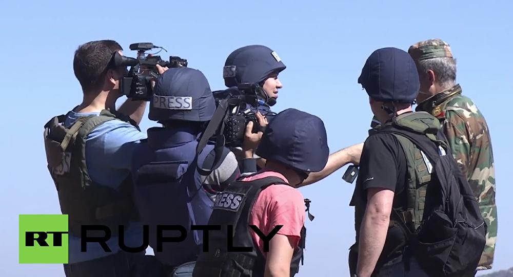 Syria: International journalists escape shelling near Turkish border