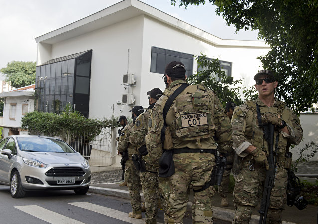 Federal police officers are deployed at the Lula Institute headquarters in Sao Paulo, Brazil on March 04, 2016. Police searched the home of Brazil's powerful ex-president Luiz Inacio Lula da Silva and detained him for questioning Friday in a probe into a huge corruption scheme.