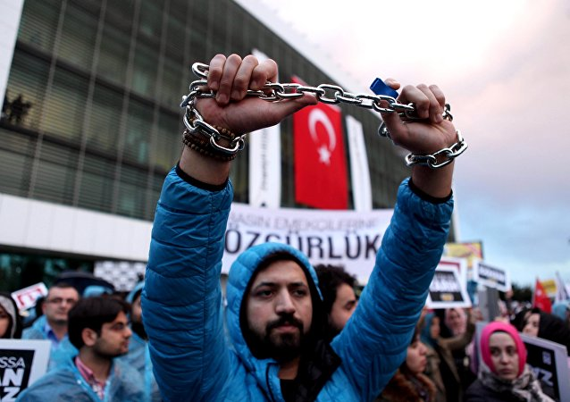 An employee of Zaman newspaper holds a chain during a protest at the courtyard of the newspaper in Istanbul, Turkey March 4, 2016.
