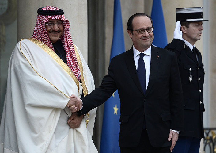 French President Francois Hollande (R) greets Saudi Crown Prince Mohammed bin Nayef upon his arrival for their talks on March 4, 2016 at the Elysee Presidential Palace in Paris.