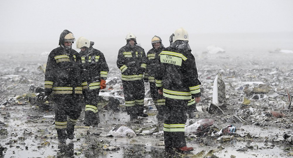 Emergencies Ministry members work at the crash site of a Boeing 737-800 operated by Dubai-based budget carrier Flydubai, at the airport of Rostov-On-Don, Russia, March 19, 2016.